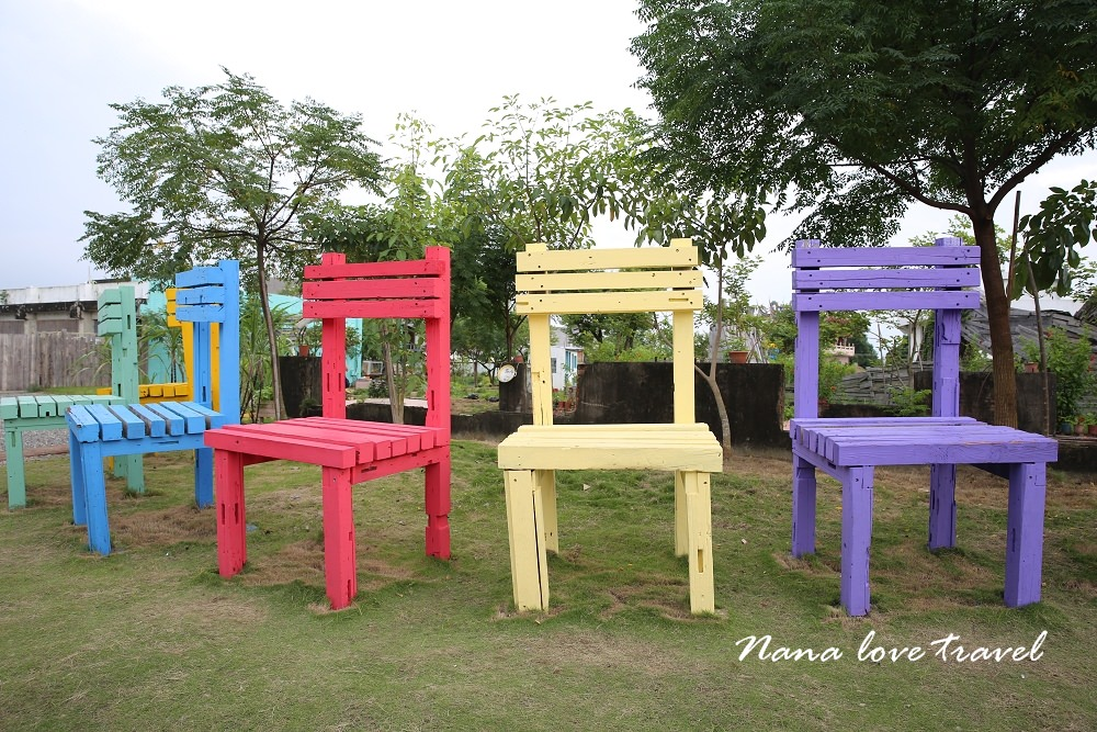 台南後壁景點》優雅農村藝文農場。巨人彩色椅子、繽紛夢幻樹屋、馬卡龍小屋、油畫室、幾米藝術創作,仿佛置身童話世界,超殺底片IG打卡拍照點