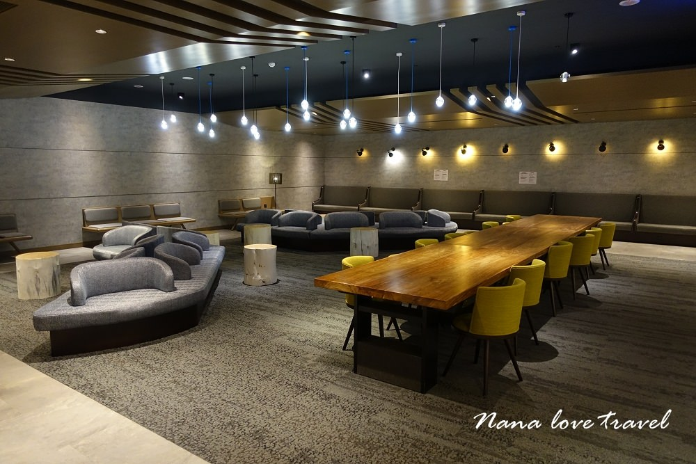 桃園機場第一航廈免費休息室》環亞貴賓室機場體驗區(Wifi上網,淋浴,充電,沙發)
