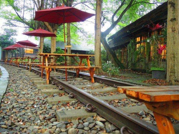【彰化】在沒有火車經過的鐵軌上喝咖啡❤石頭魚鐵道平原咖啡