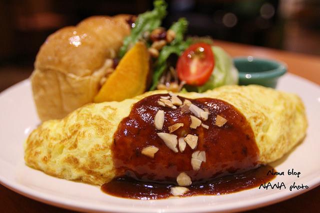 【台中龍井餐廳】豆子洋食商行Doob2。東海商圈隱藏日式洋食 厚實軟嫩的歐姆蛋 包覆著鮮嫩的雞腿肉。(台中東海美食/東海商圈/台中餐廳)