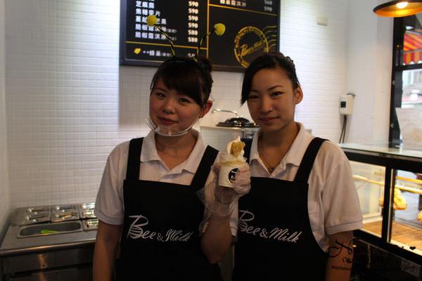 【桃園美食。桃園市】不用飛韓國,正妹店員陪妳一起吃蜂巢冰淇淋❤Bee&Milk冰淇淋