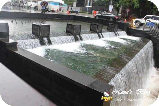 【韓國Korea四天三夜旅遊景點】Day3►清溪川+光化門.濛濛小雨也很美的